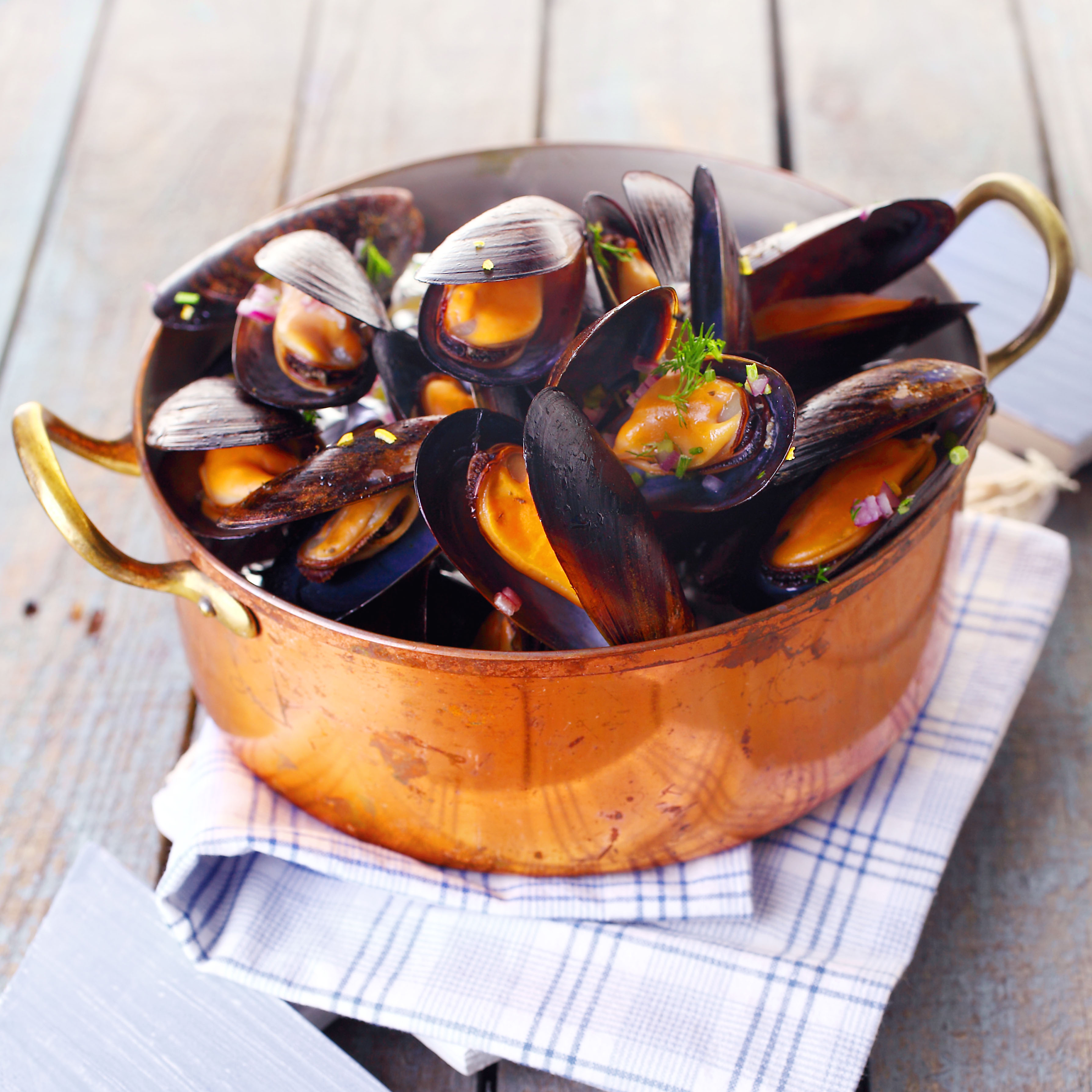 Eat seafood and mussels by the sea